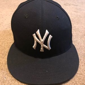 Fitted yankee hat